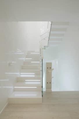 Diseño de moderna escalera futurista