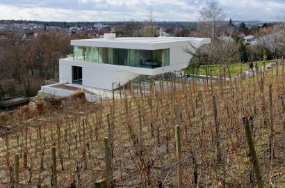 Fachada posterior de casa ultramoderna