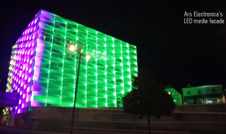 Iluminación de fachada de edificio con luce led