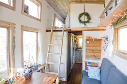 La forma de llegar al dormitorio ubicado en altillo de casa rodante