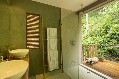Diseño cuarto de baño de casa tropical