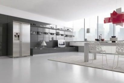 Diseño de cocina color gris y blanco brillante con lámpara roja