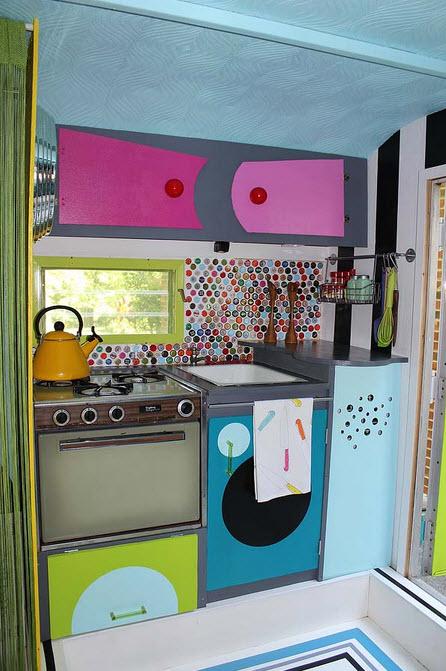 Dise o original de peque a casa rodante for Diseno de interiores para cocinas pequenas