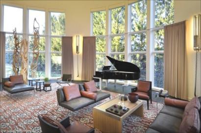 Diseño de sala de lujo con piano