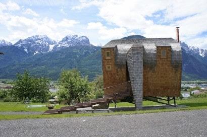 Diseño pequeña casa de madera estilo ovni
