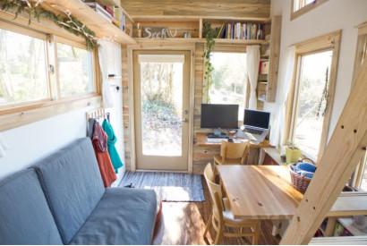 Sala pequeña en casa con poco espacio disponible