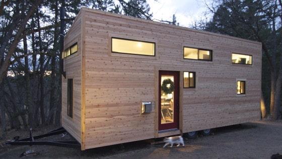 Dsieño de fachada de casa muy pequeña de madera