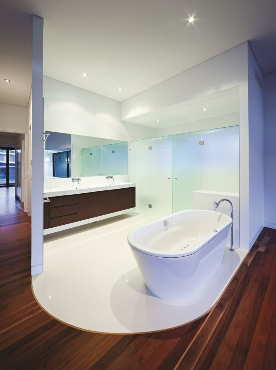 Dise o de moderna casa de dos pisos de hormig n incluye for Best bathrooms in australia