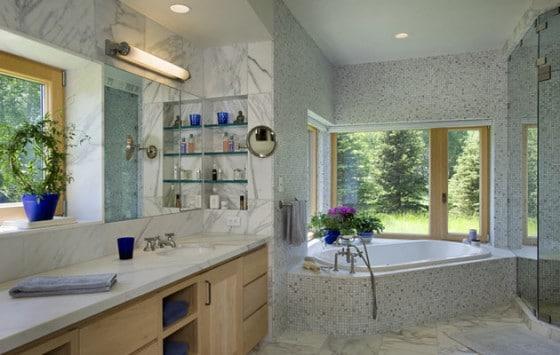 Diseño de cuarto de baño en casa de piedra
