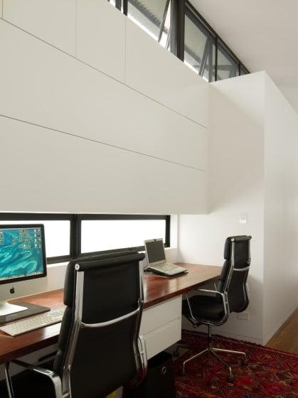 Diseño del estudio en pasadizo en casa alargada