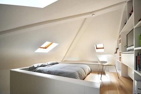 Dormitorio de mini apartamento arriba de módulo