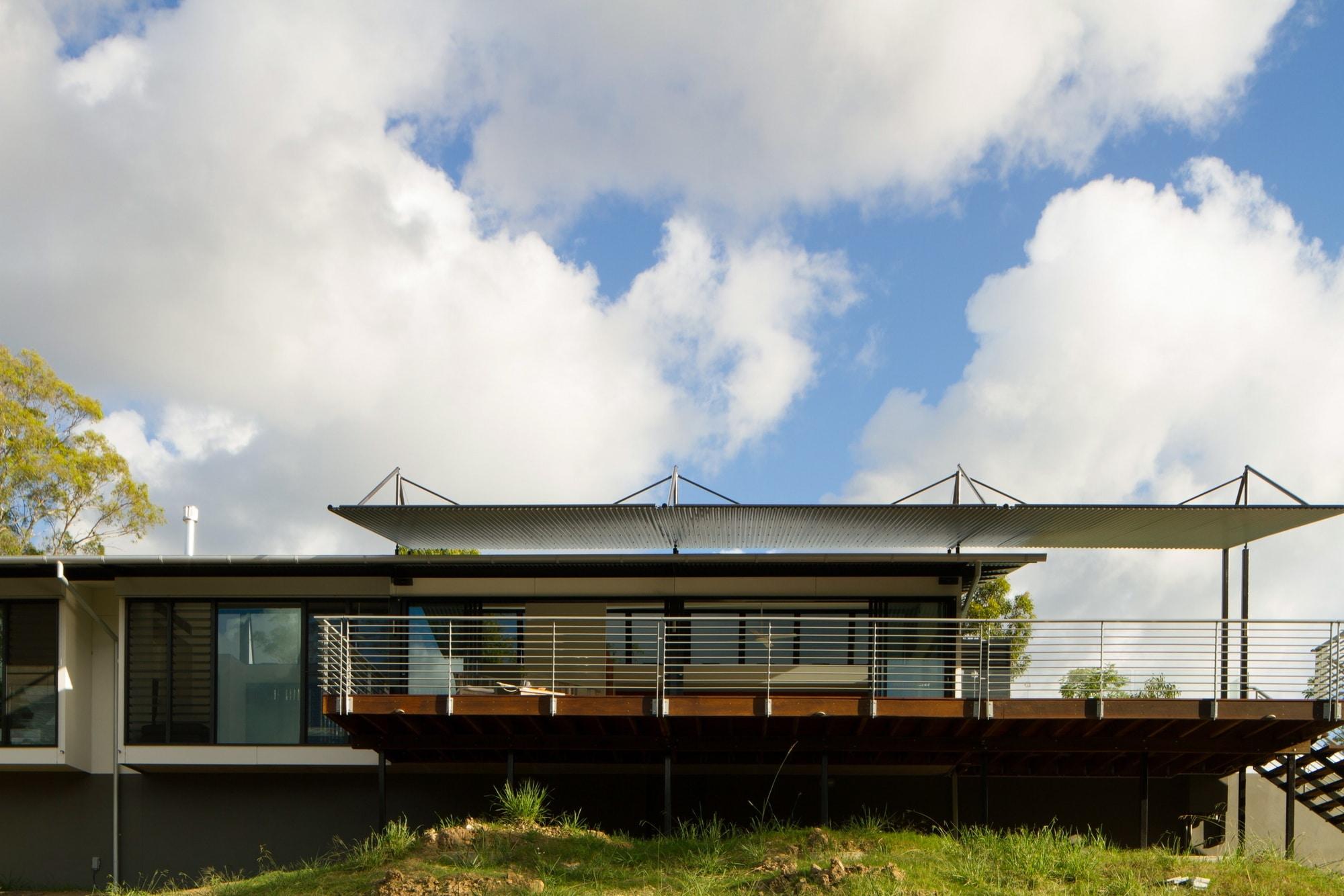 Dise o de casa moderna en terreno largo y angosto for Diseno de apartamentos de 45m2