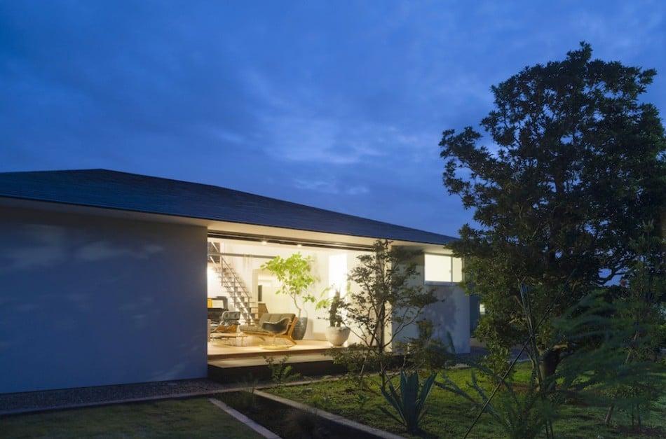 Diseño de casa moderna de un piso con techo en pendiente | Construye ...