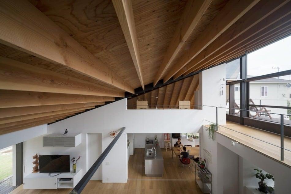 Vista del techo inclinado de madera a una agua construye for Casas con techo a un agua