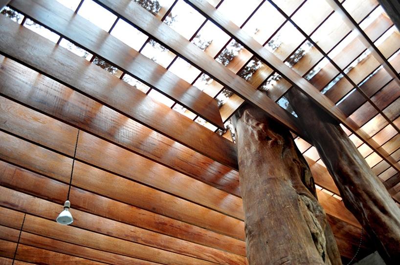 Dise o de casa r stica fachada y dise o de interiores for La casa tiene un techo
