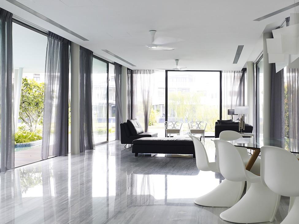 Dise o de moderna casa de dos pisos con azotea jard n for Decoracion de pisos interiores