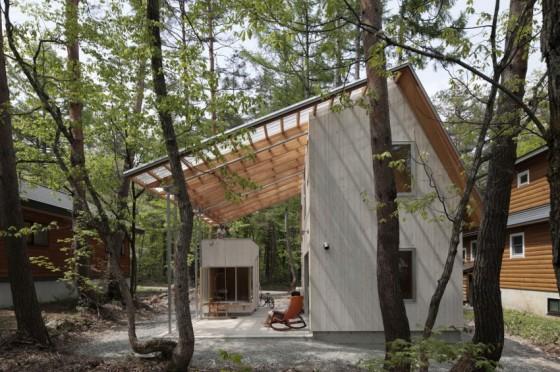 Casa pequeña de hormigón techo a dos aguas