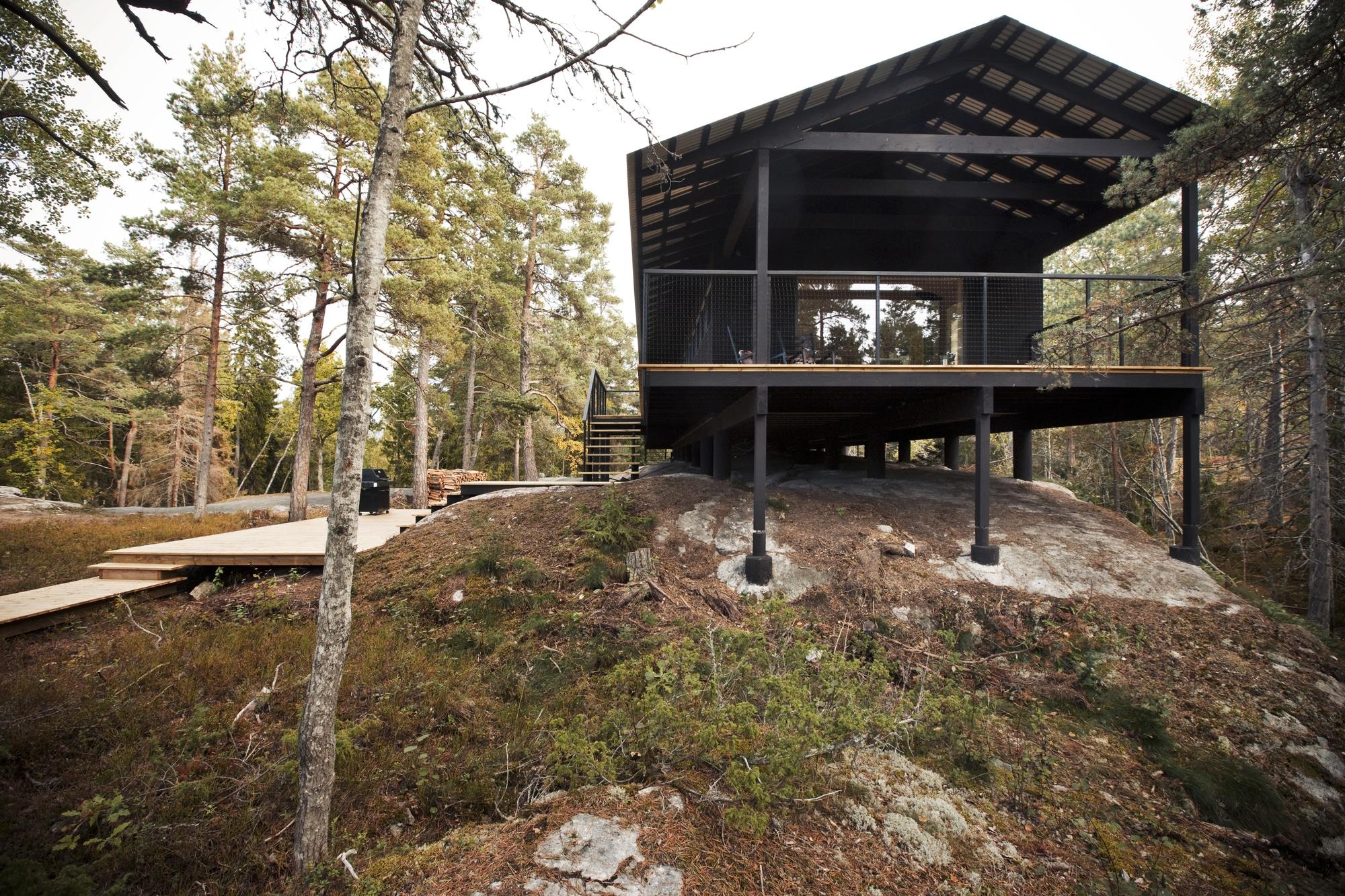 Dise o de casa peque a de madera fachada planos for Sobretechos para casas