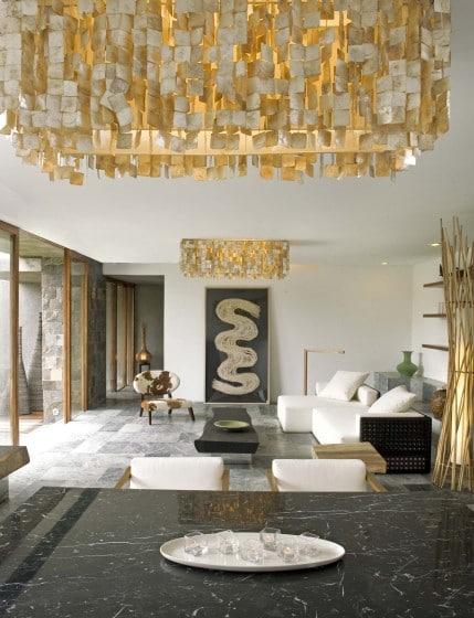 Decoración de interiores rústico de casa de tres pisos