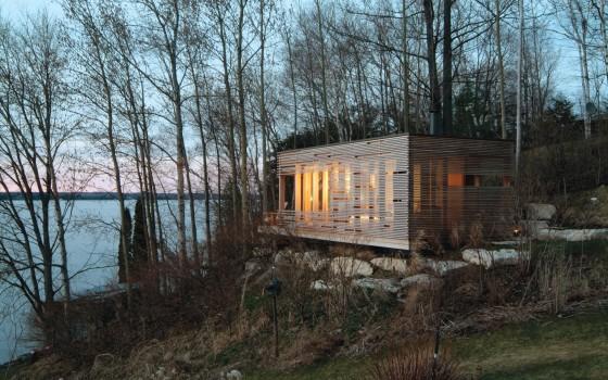 Diseño de casa pequeña de madera con listones de madera