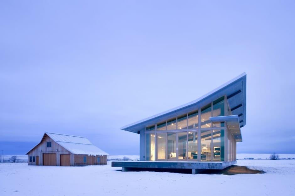 Dise o de moderna casa peque a con grandes ventanas for Diseno chimeneas para casas