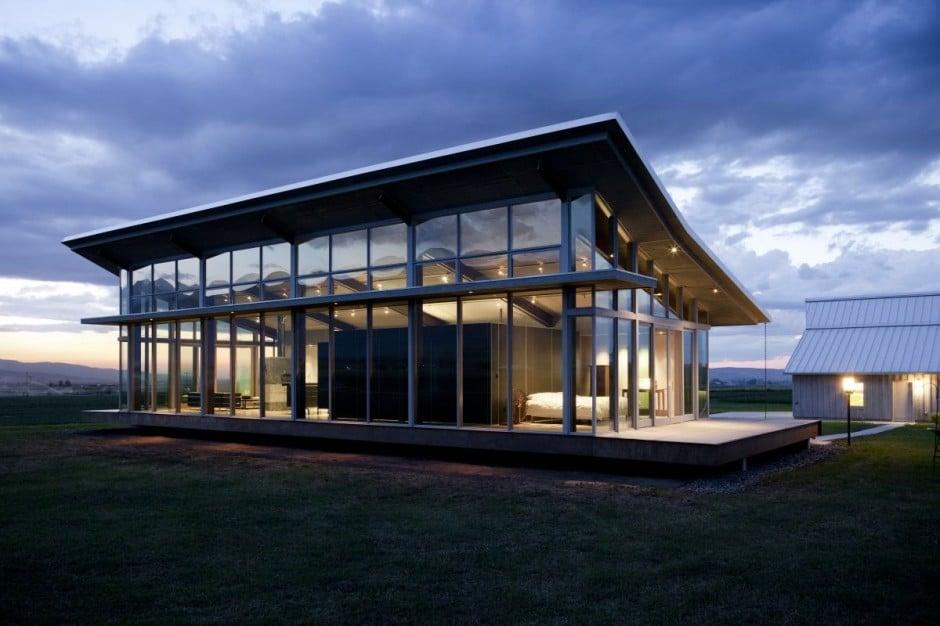 Dise o de moderna casa peque a con grandes ventanas for Casa minimalista grande