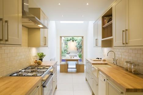 Casa en terreno angosto planos y dise o de interiores for Diseno cocinas paralelo