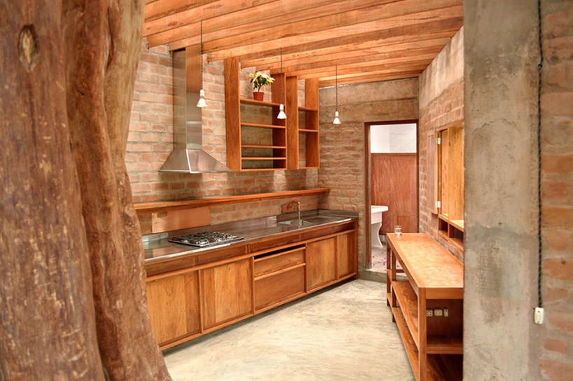 Dise o de casa r stica fachada y dise o de interiores for Cocinas rusticas de madera