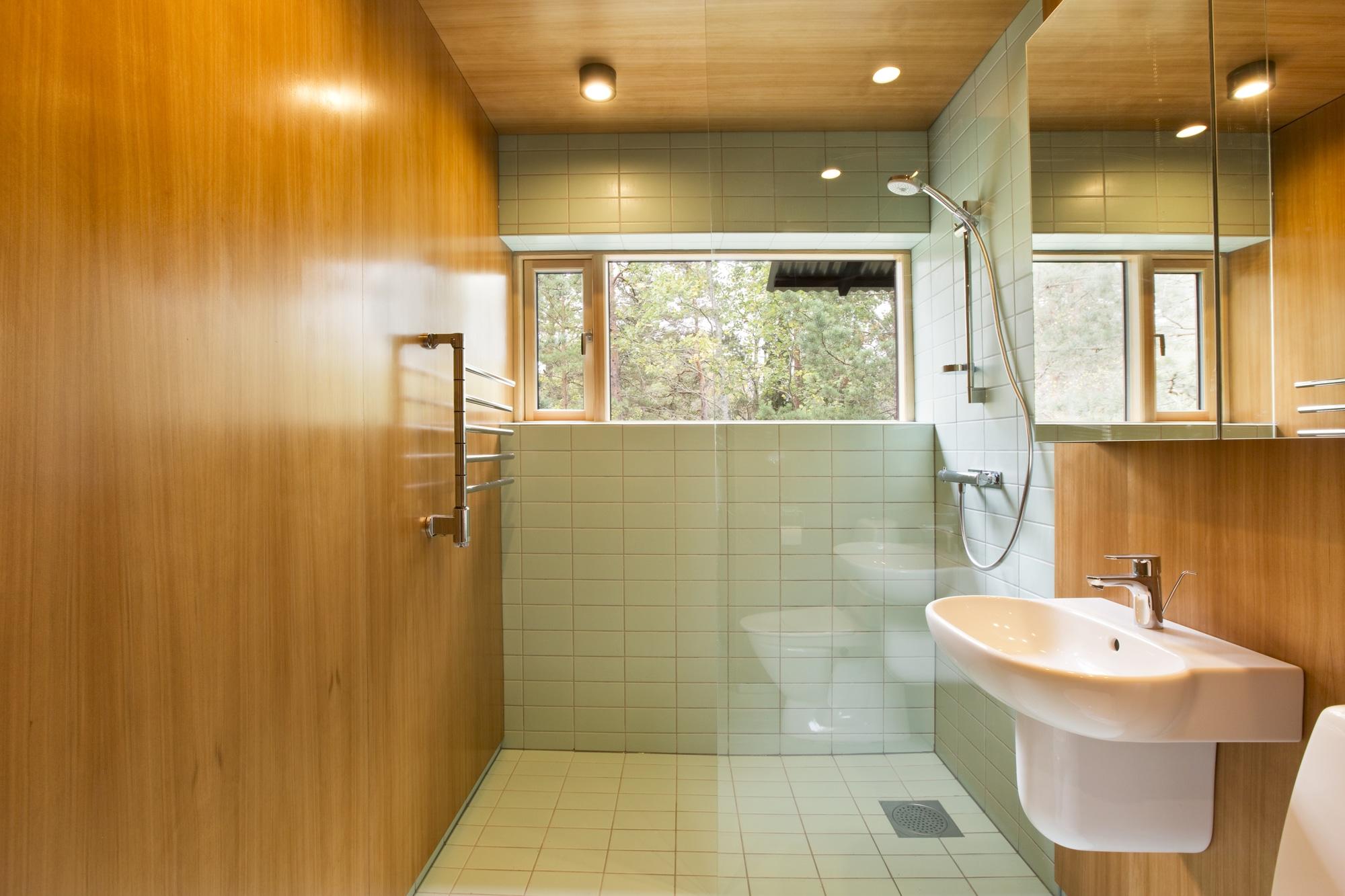 Dise o de casa peque a de madera fachada planos interior for Disenos de banos para casas pequenas
