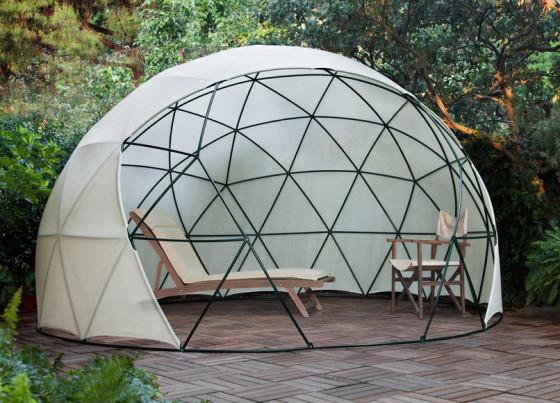Diseño de domo como sombrilla en el jardín