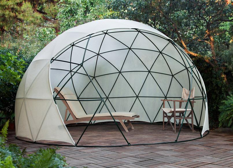 Dise o de domo para terraza o jard n de casas fotos y for Mesas con sombrilla para exterior