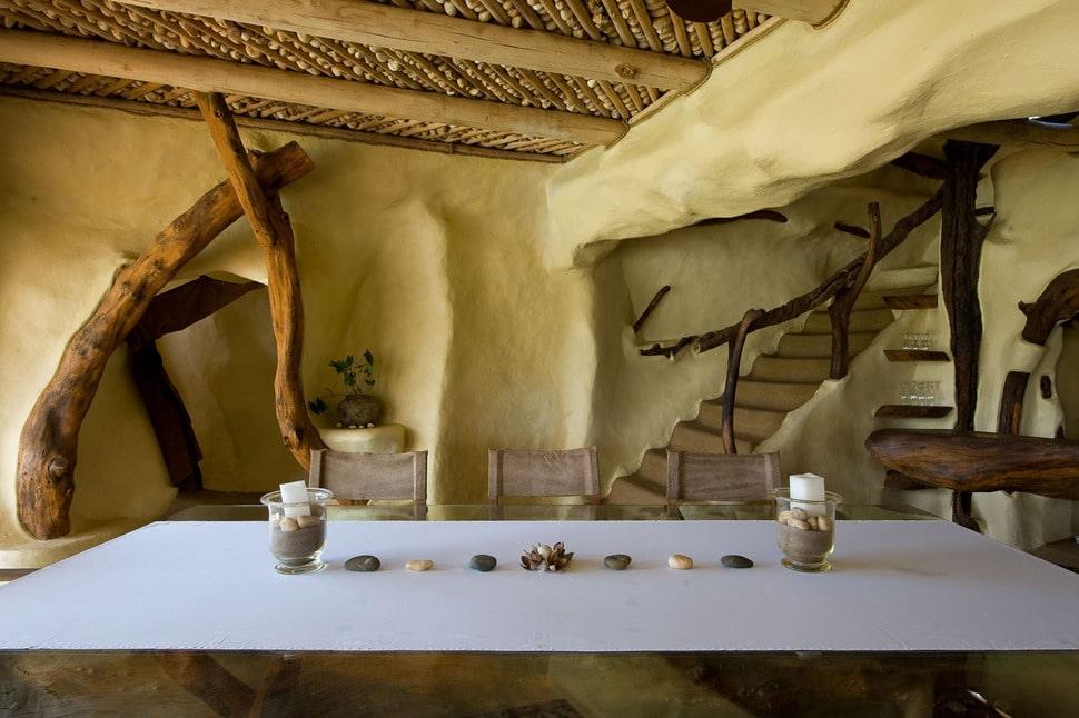 Dise o de casa r stica org nica fachada e interiores for Escalera interior de troncos