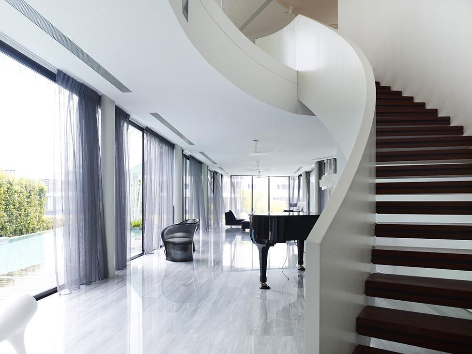 Dise o de moderna casa de dos pisos con azotea jard n for Casa moderna black walnut luxury vinyl plank