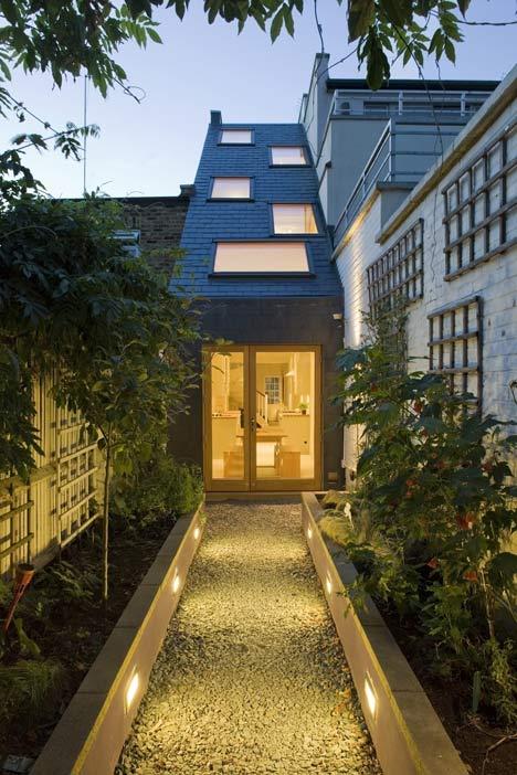 Casa en terreno angosto planos y dise o de interiores for Jardineras iluminadas