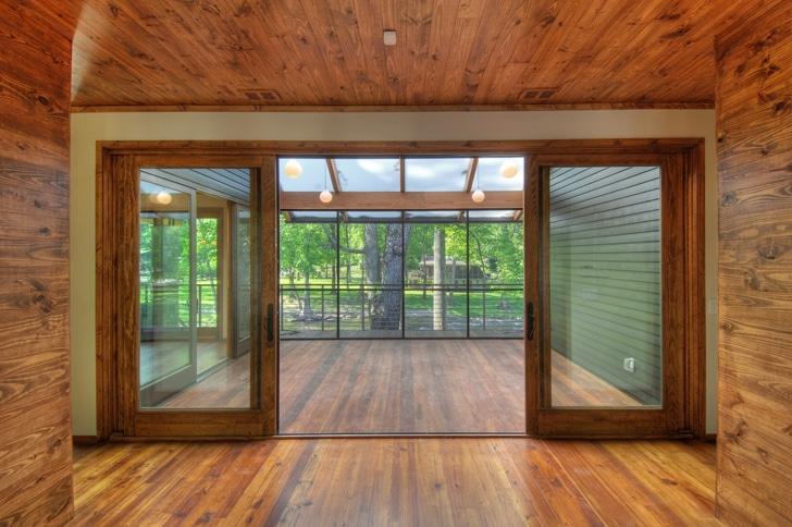 Dise o de casa rural de madera y piedra fachada e - Madera para techos interiores ...