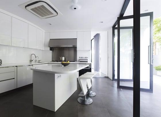 Diseño de moderna cocina color blanco