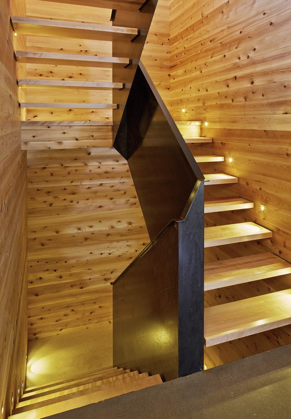 Dise o de casa moderna de dos pisos m s s tano planos for Escaleras con luz