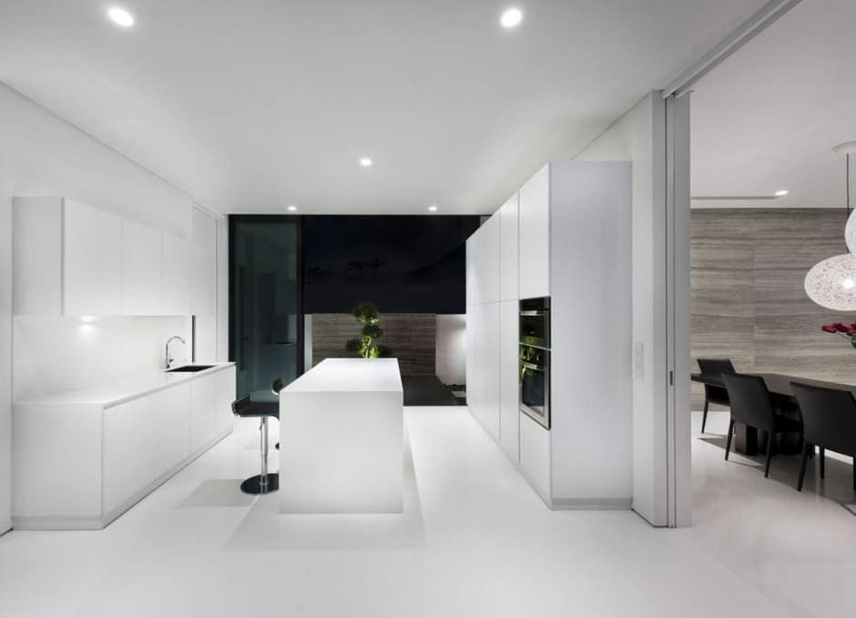 Plano de casa de dos pisos peque a fachada e interiores for Casa moderna blanca