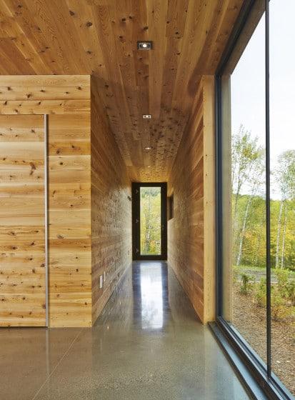 Diseño de pasadizo cubierto de madera