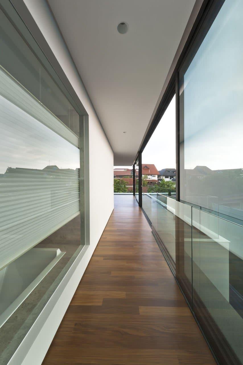 Plano de casa de dos pisos peque a fachada e interiores for Diseno de pisos interiores