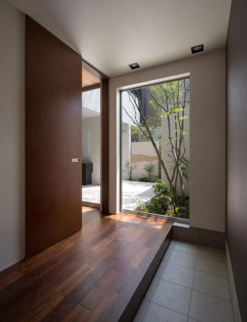Dise o de moderna casa de dos plantas con planos de for Disenos de puertas en madera y vidrio