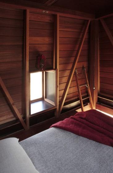 Dormitorio de casa pequeña de campamento