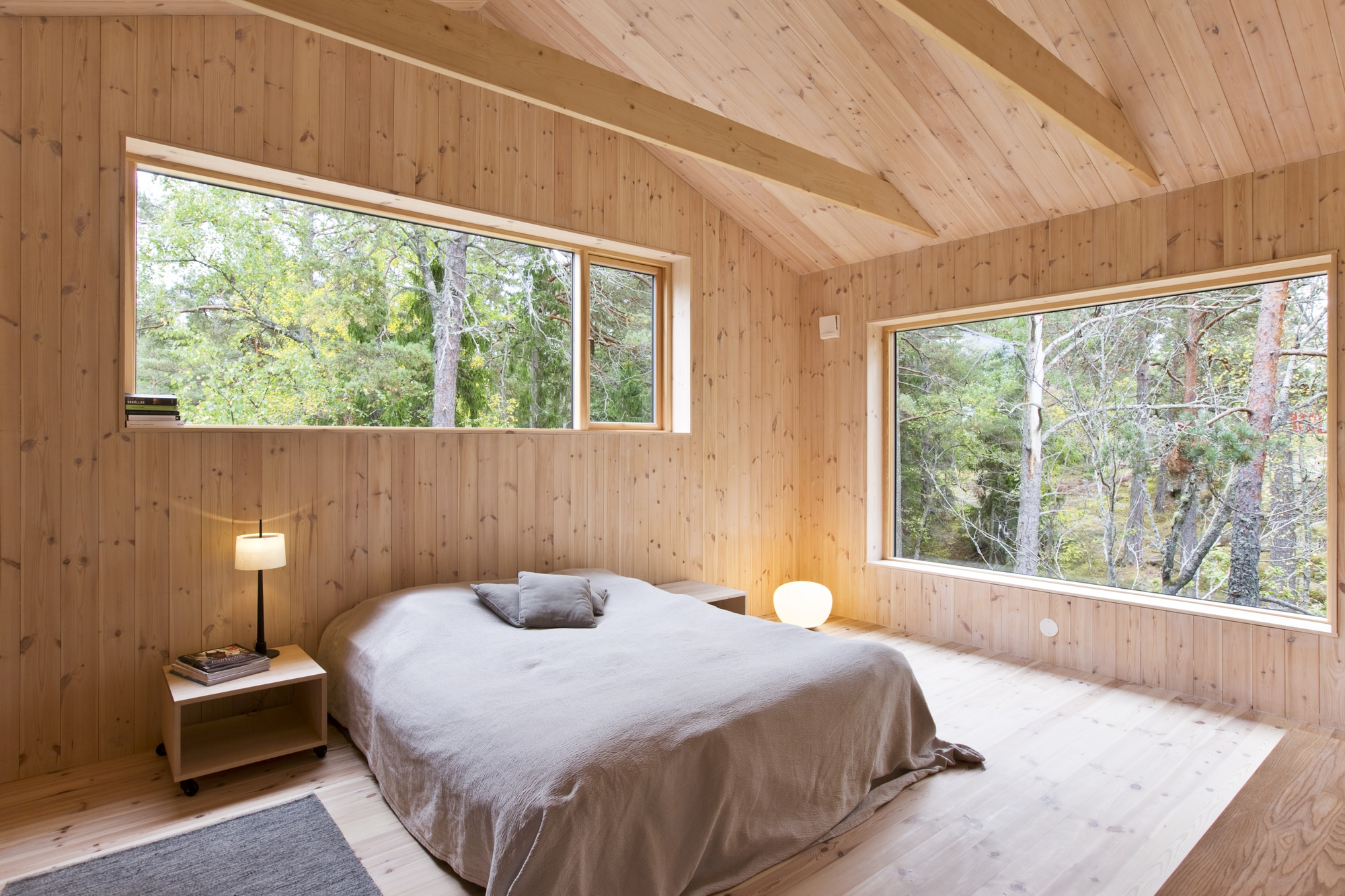 Dise o de casa peque a de madera fachada planos interior - Dormitorios en madera ...