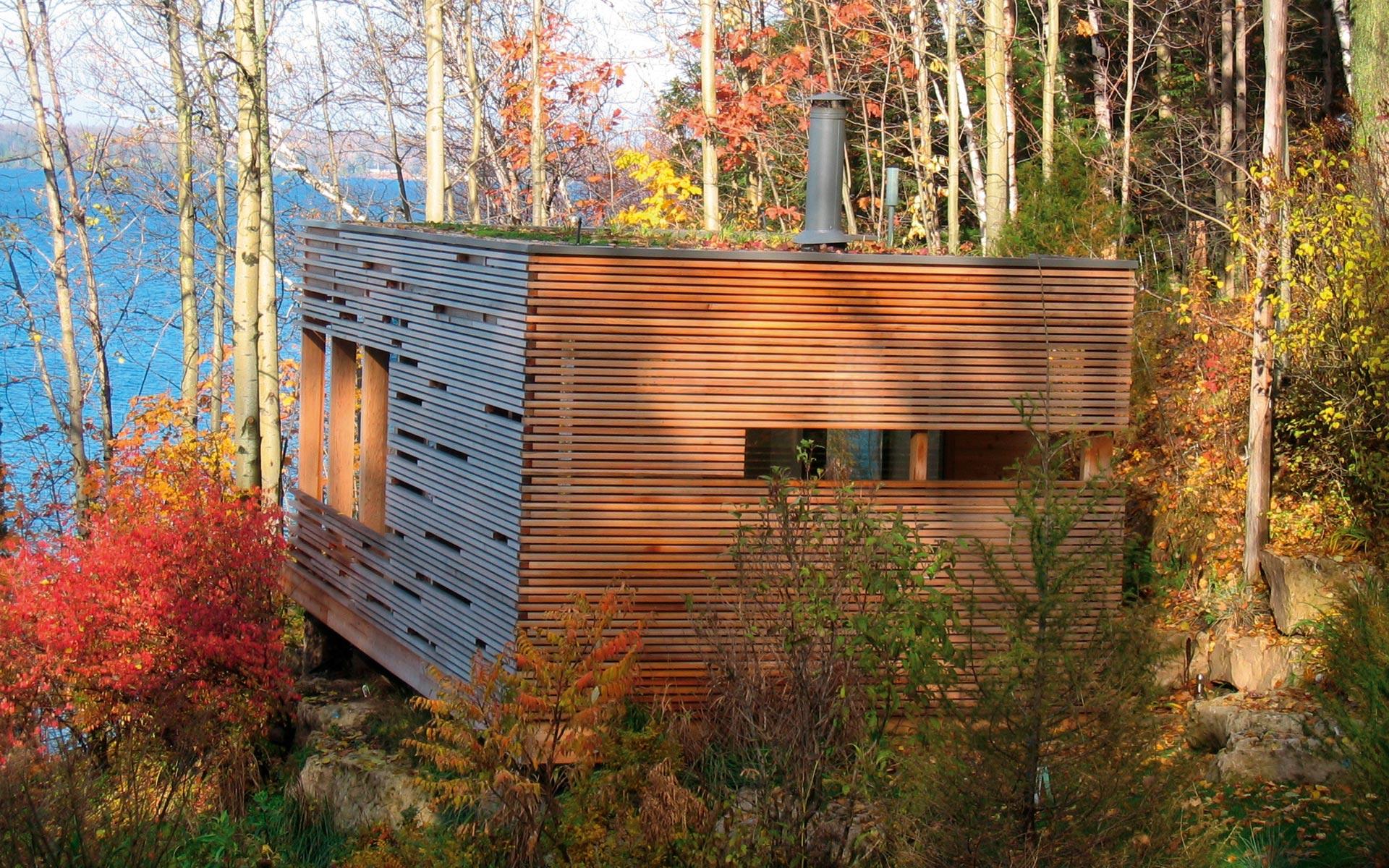 Dise o de casa peque a de madera fachada e interiores for Casas de madera pequenas