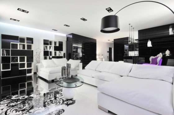 Muebles color blanco con paredes negras