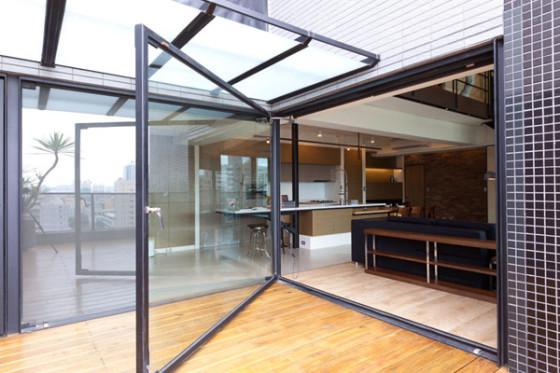 Diseño de puerta grande de cristal