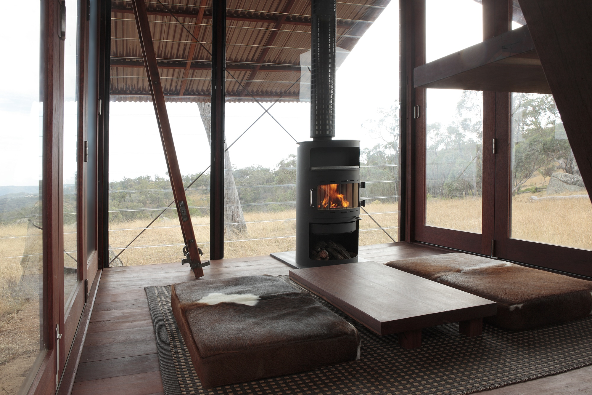 Dise o de casa peque a de campo interiores y planos for Diseno de interiores modernos para casas pequenas