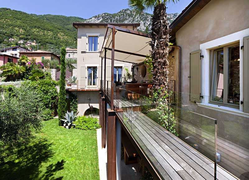 Decoraci n de interiores r stico y moderno combina dise o for Casas con terrazas modernas