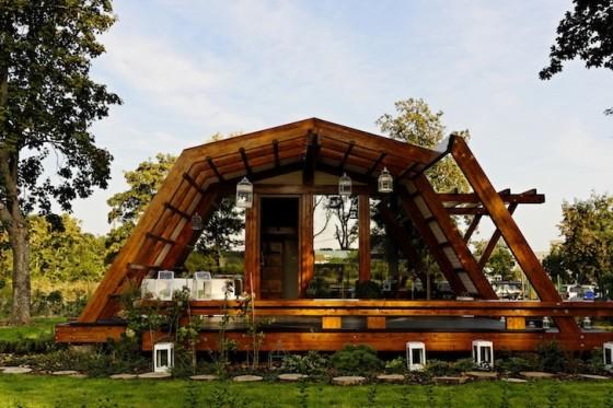 Armazon de madera de casa pequeña autosostenible