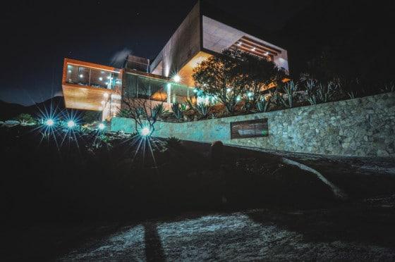 Casa en la montaña por la noche